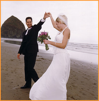 professional wedding photography on the Oregon coast, Haystack Rock, Cannon Beach, OR, USA